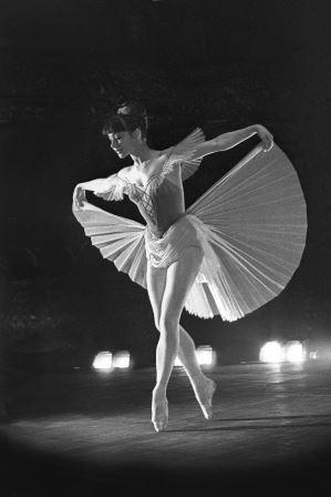 1960-Mazurka_(hor_K_Golei_zovskii_)-Kontc_zal_im_P_I_Chai_kovskogo-foto_L_Zhdanov_jpeg